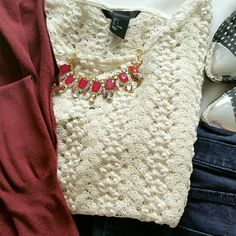 H&M knitted cropped top Cream color with gold threading. Great for the holidays. Worn twice. No rips or stains. Oversized so fits up to xl H&M Tops
