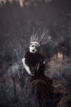 "Fantasy photo ""Maiden of Ravens"" — Photographer/Makeup: Sarah Bowman​ Hair: Christine Boulet Wardrobe/Model: Annalise Silverwolf Dark Fantasy, Elfa, Dark Queen, Fantasy Photography, Beauty Photography, Macabre Photography, Themed Photography, Fashion Photography, Dark Beauty"