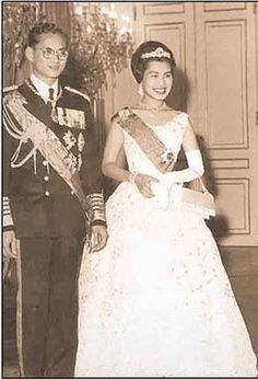 Wedding Photo His Majesty King Bhumibol Adulyadej the great and Her Majesty Queen  Sirikit ...King and Queen of Thailand