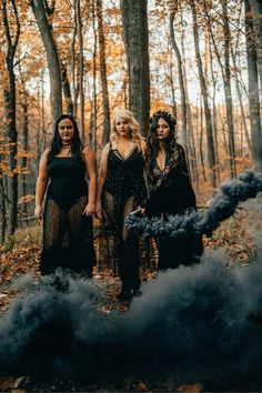 Witch Photos, Halloween Photos, Photography Classes, Photography Editing, Photography Ideas, Western Photography, Family Photography, 30th Birthday Ideas For Women, Smoke Bomb Photography