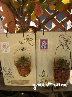 Pallet wood and scrap wire creation Garden Crafts, Garden Art, Wire Art Sculpture, Miscellaneous Goods, Diy Crafts For Gifts, Wire Crafts, Hanging Baskets, Metal Art, Wind Chimes