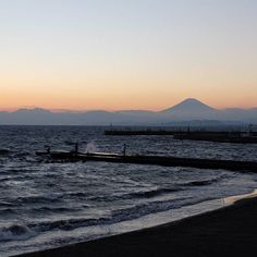 【alinleroy】さんのInstagramをピンしています。 《富士山が今日はよく見えたわ! #富士山#fuji#fujiyama#enosima#江の島#江ノ島#海#sea#夕焼け#夕焼け空#fujifilm#xm1》