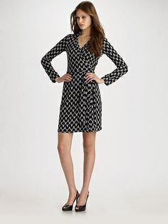 Diane von Furstenberg, how do I love thee? Let me count the ways...I don't just love thy bright colors and fun patterns but lo, thou fittest mine widely unporportionate body in the divinest of ways (smallish waist, large breasts, dump truck midsection, muscular legs).