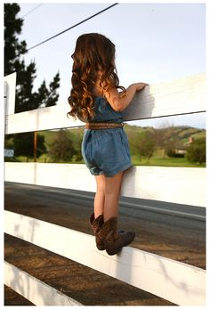 Country Girls Outfits, Kids Outfits, Baby Outfits, Funny Baby Photography, Children Photography, Indoor Photography, Country Kids Photography, Toddler Girl Photography, Photography Ideas