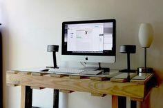 Crea tu propia mesa reciclando palets. DIY sencillo lleno de carácter que da un toque único y con mucho estilo a tu casa. Mesas hechas con palets de madera
