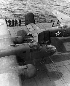 Mitchell bombers and air crewmen on the flight deck of USS Hornet April Doolittle Raid. Navy Aircraft, Ww2 Aircraft, Aircraft Carrier, Military Aircraft, Aircraft Images, Doolittle Raid, Uss Hornet, Ww2 Planes, World War Ii