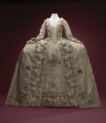 *Kostuum* is het totaal van kleding en accessoires die bij een bepaalde groep, klasse, beroep, gelegenheid of periode uit de geschiedenis hoort.  Een net mannenpak met colbert, overhemd en stropdas is een kostuum, maar ook een Volendamse in vol ornaat gaat in kostuum. En op het toneel worden uiteenlopende kostuums gedragen. Historische modieuze kleedstijlen worden eveneens aangeduid met kostuum, zoals een rococokostuum uit de 18de eeuw of een crinolinekostuum uit de 19de eeuw.