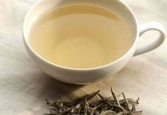 I really want to try White tea. Could be more effective at cancer prevention than green tea. I love the grassy taste of green tea, but if you don't, White tea is much more silky and smooth. Herbal Remedies, Home Remedies, Natural Remedies, Asthma Remedies, White Tea Benefits, Stevia, Homemade Beauty Recipes, Oolong Tea, Drinking Tea
