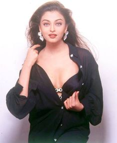 These Hot Pictures Of Aishwarya rai bachan will Defnitely a great collection that you don't want to miss though her age is she still looking gorgeous Aishwarya rai bachan known for her charming look most bollywood and kollywood films she appeare Aishwarya Rai Young, Aishwarya Rai Pictures, Aishwarya Rai Photo, Actress Aishwarya Rai, Aishwarya Rai Bachchan, Bollywood Girls, Bollywood Actress Hot, Beautiful Bollywood Actress, Most Beautiful Indian Actress