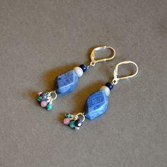 """Boucles d'oreilles fantaisies pierres fines bleues sur dormeuses argent 925 : Modèle """"Moa"""" : Boucles d'oreille par kanakeis"""