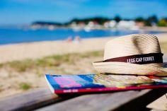 ⁓ Plage de Claouey - La cabane à Gliss ⁓ Le coin lecture sur la plage #vraiesvacances #legecapferret #lecture #vacances