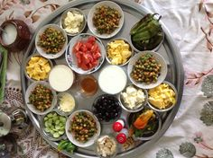 having a feast :) Lebanese Breakfast, Turkish Breakfast, Breakfast Time, Afghan Food Recipes, Morrocan Food, Brunch, Fingerfood Party, Best Side Dishes, Good Foods To Eat