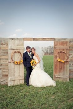 Not sure how I feel about these outdoor doorways for the ceremony because sometimes they definitely don't flow with the open air, outdoor theme. This doorway, however, pulls it off.