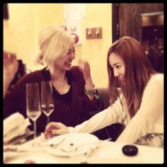 Sunny celebrates her birthday with Girls Generation