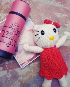 Örgü sevenler  @orguderyasi  #amigurumi sevenler  canım benim çok güzel olmuş @deryalinusret  #temos'un güzelliği  #bentemsili  #cumartesigecesi  . #follow4follow #follow #like #likes #like4like #likeforfollowback #örgü #saturday #photographers #photographer #photo #weekend #turkiye #istanbul #instagramers #instaturkey #instacollage #life #love #pink #hellokitty ##book #kitap #happy #happyday by esra_kndmr