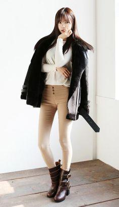 Love the high-waisted skinnies Cute Fashion, Daily Fashion, Fashion Models, Fashion Beauty, Girl Fashion, Fashion Outfits, Womens Fashion, Korean Fashion Online, Asian Fashion