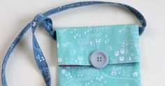 The Greatest Adventures Await with this Simple Sling Bag Tutorial Messenger Bag Patterns, Mini Messenger Bag, Bag Patterns To Sew, Craft Patterns, Sewing Patterns, Sewing Tutorials, Sewing Crafts, Sewing Projects, Quilting 101