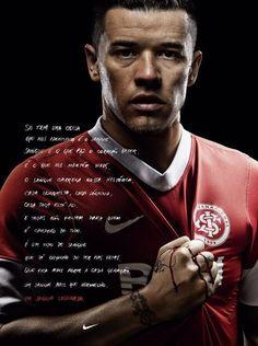 Anúncio da Nike para o SC Internacional, no lançamento do uniforme na temporada 2012, com destaque para o meia D'Alessandro.