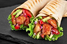 Burrito with grilled chicken and vegetables (fajitas, pita bread, shawarma) Arabic Shawarma Recipe, Shawarma Ingredients, Shawarma Bread, Cooking Tv, Fajita Vegetables, Chicken Spring Rolls, Tacos, Snack Recipes, Healthy Recipes