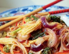 Yummy Spicy Rice Noodles--loaded with veggies and peanut chili sauce!