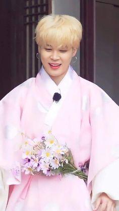 Busan, Jikook, Park Jimin Cute, Kim Taehyung Funny, Foto Jimin, Jimin Wallpaper, Bts Aesthetic Pictures, Run Bts, Bts Chibi