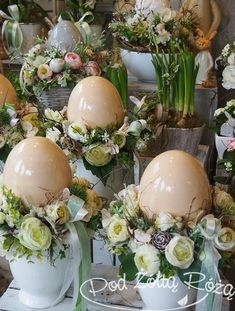 Easter Table Decorations, Easter Flowers, Flower Aesthetic, Egg Decorating, Spring Crafts, Holidays And Events, Easter Crafts, Happy Easter, Easter Eggs