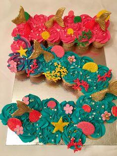 Under The Sea Pull Apart Cupcake Cake, Little Mermaid - Banana Cupcake Ideen Mermaid Cupcake Cake, Little Mermaid Cupcakes, Mermaid Cakes, The Little Mermaid, Cupcake Cakes, Little Mermaid Birthday Cake, 3rd Birthday Parties, Birthday Cupcakes, Girl Birthday