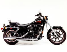 1991 The Dyna line of motorcycles debuts with the 1991 FXDB Dyna Glide Sturgis. Harley Dyna, Harley Davidson Dyna, Amf Harley, Harley Davidson History, Harley Davidson Motorcycles, Road King, Dunlop Tires, Custom Sportster, Super Glide