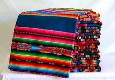 Peruanischen Anden Stoffe. Modell: Vogel Ethnische handgefertigte Tuch bestickt bunt, für Wohnkultur, Kissen, Teppiche Boho machen. Messung von Stoff, Decke Länge: 115cm (45,27 Zoll) Breite: 115 cm (45,27 Zoll) Weitere Details: Stoffe und decken haben einen Hintergrund Farbe