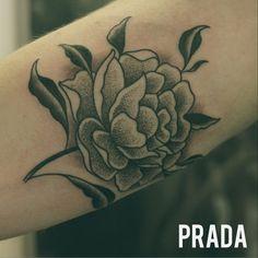 #peony #peonia #flower #flor #tattoo #tatuaje #puntos #dots #madrid #puntillismo #dotwork