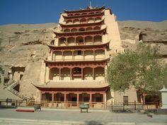 ユーラシア旅行社の敦煌ツアーでは、世界遺産・莫高窟の特別窟も観光。