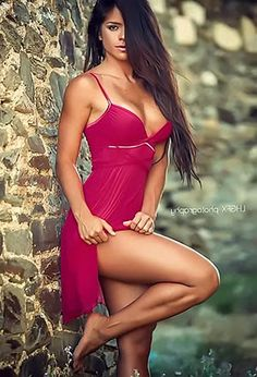 Smoking hot cutie Michelle Lewin presents her incredible knockers