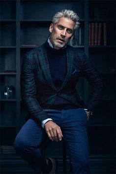 The Renaissance of Pour is focusing on the masculine elegance, a casual chic. Fashion For Men Over 50, Older Mens Fashion, Best Mens Fashion, Older Mens Hairstyles, Casual Chic, Men Casual, Handsome Older Men, Business Portrait, Poses For Men
