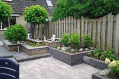 Verhoogde borders en niveaus in de tuin Back Gardens, Small Gardens, Outdoor Gardens, Dream Garden, Home And Garden, Small Garden Design, Garden Structures, Garden Planning, Garden Beds