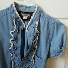 Urban Renewal Top Great vintage twist for casual and work wear! Urban Outfitters Tops Button Down Shirts