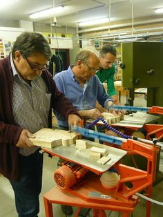 Ornamentsnijder - PATRICK DAMIAENS | opleiding houtsnijden | avondcursus houtsnijden | woodcarving classes