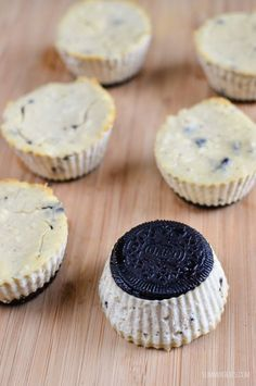 Slimming Slimming Eats Mini Oreo Baked Cheesecakes - vegetarian, Slimming World and Weight Watchers friendly - Slimming World Cheesecake, Slimming World Deserts, Slimming World Puddings, Slimming World Recipes Syn Free, Slimming World Taster Ideas, Oreo Thins, Snack Recipes, Dessert Recipes, Free Recipes