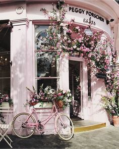 Peggy Porschen Cakes in Victoria London Peggy Porschen Cakes, Everything Pink, Pink Aesthetic, Aesthetic Shop, Travel Aesthetic, Building Aesthetic, Aesthetic Light, Belle Photo, Pretty Pictures