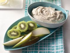 Pear Dunkers with Cashew-Cinnamon Yogurt Sauce. Healthy #snack for kids.