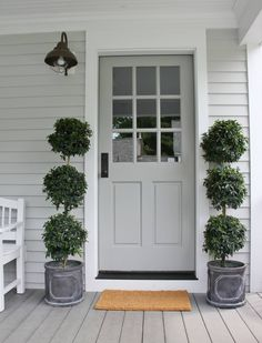 Painting your front door is one of the best ways to add curb appeal to your home. Get inspired by these tried and true front door paint colors! Exterior Doors, House Exterior, Best Front Doors, House Painting, Front Door Decal, Front Porch Decorating, Painted Front Doors, Exterior Colors, Exterior House Colors