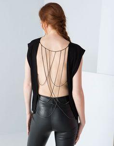 Ahorra $190 en Top con cadena espalda para Dama, en Bershka.  #PromoMap #Promo #Moda