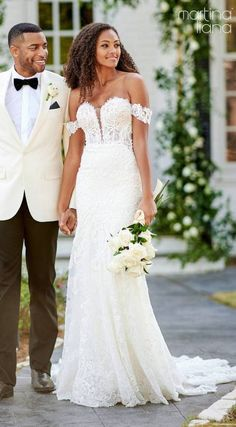 Lace mermaid wedding dress with off the shoulder strap and deep sweetheart neckline | Romantic bride and groom photo | Martina Liana Fall 2020 Wedding Dresses - Style 1175 - Belle The Magazine #weddingdress #weddingdresses #bridalgown #bridal #bridalgowns #weddinggown #bridetobe #weddings #bride #dreamdress #bridalcollection #bridaldress #dress See more gorgeous bridal gowns by clicking on the photo Lace Mermaid Wedding Dress, Gorgeous Wedding Dress, Best Wedding Dresses, Bridal Dresses, Dream Wedding, Wedding Pins, Bridal Looks, Bridal Style, Sheath Wedding Gown