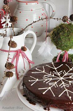 Christmas Sweets, Merry Little Christmas, Christmas Goodies, Christmas Baking, Winter Christmas, Christmas Holidays, Snowflake Cake, Easy Snowflake, Snowflake Pattern