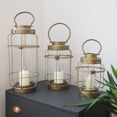 Pretty copper dock lanterns for Christmas. Design Crafts, Diy Design, Candle Lanterns, Candles, Travel Style, Travel Fashion, Industrial Metal, Travel Makeup, Oil Lamps