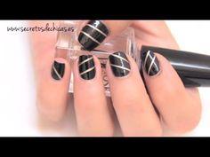 Pintado de uñas con cinta adhesiva. www.secretosdechicas.es