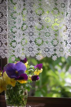 lace curtain and pansies, simply lovely Crochet Wool, Thread Crochet, Filet Crochet, Irish Crochet, Crochet Motif, Crochet Flowers, Crochet Patterns, Crochet Curtain Pattern, Crochet Table Runner Pattern