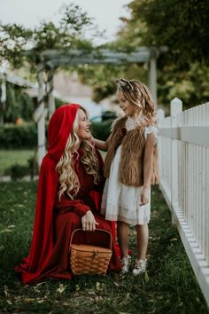 Halloween Costumes for mom & kids. Red Riding Hood and the Wolf. Mother Daughter Halloween Costumes, Little Girl Halloween Costumes, Halloween Bebes, Mom Costumes, Unicorn Halloween Costume, Baby Girl Halloween, Pop Culture Halloween Costume, Creative Halloween Costumes, Grease Costumes