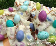 Sweet & Salty Springtime Bark - This simple Easter bark is delicious and only requires 3 ingredients! Tags: Easter candy | Easter treats for kids | Easter recipe for kids | easy Easter recipe | easy Easter candy | Easter dessert for kids | SuperMoms360.com