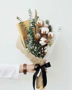 Bouquet of dried cotton. flower bouquet – flower ideas Bouquet of dried cotton. Deco Floral, Arte Floral, Dried Flower Bouquet, Dried Flowers, Flower Bouquet Diy, Bouquet Box, Rustic Bouquet, Flowers Nature, My Flower