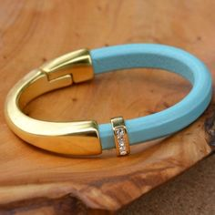 Make this easy bracelet in just 5 minutes (and it doesn't even look handmade)!